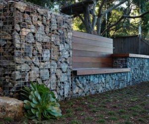 Serpentine stone walls and fences – a stylish alternative for beautiful homes