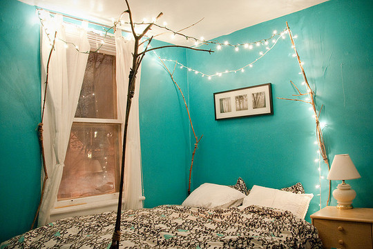 Ways To Decorate With Twinkle Lights YearRound - Twinkly bedroom lights