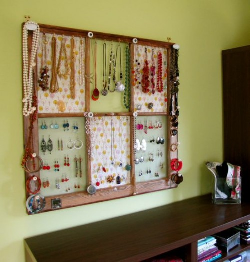 7 ways to display your jewelry part 1 - Simple ways of keeping your home organized using magnetic picture frames ...