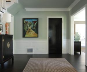 Dark hardwood floors, an elegant and strong choice for any room of the house