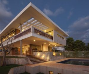 Imposing residence in Brazil, elevated on piers and featuring beautiful lake views