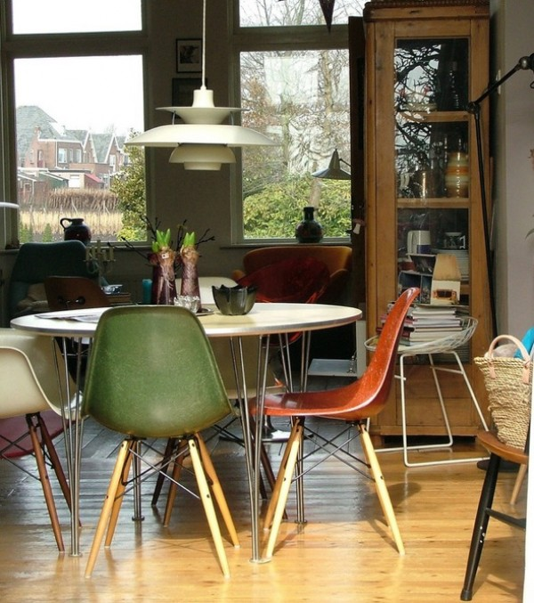 Picking an illuminating retro dining room pendant light for Vintage style dining room ideas