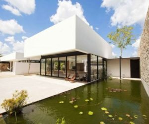 Single-story contemporary home in Yucatan with a strong connection with nature