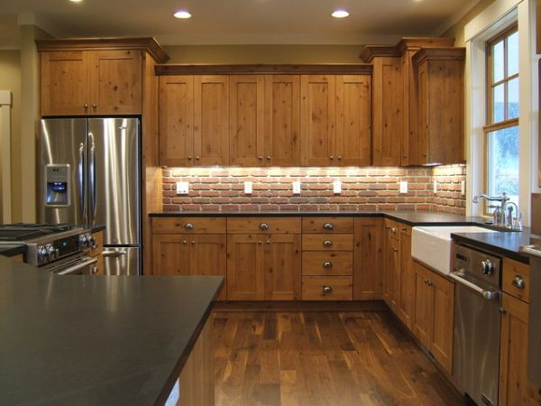 View in gallery Cozy kitchen with brick backsplash ...