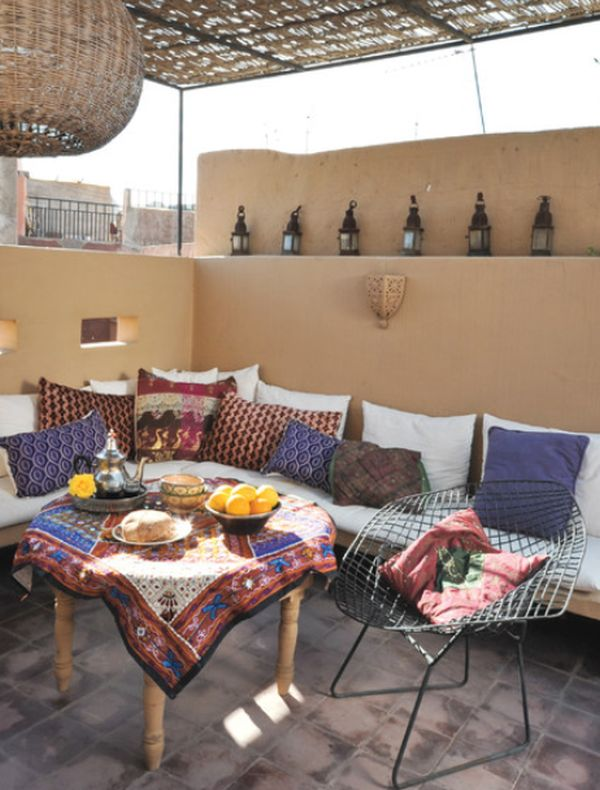 Decorate your home with an arabic theme for Arabic living room decoration
