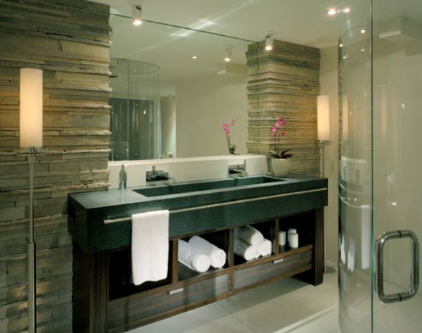 View In Gallery Modern Bathroom Featuring A Large Mirror ...