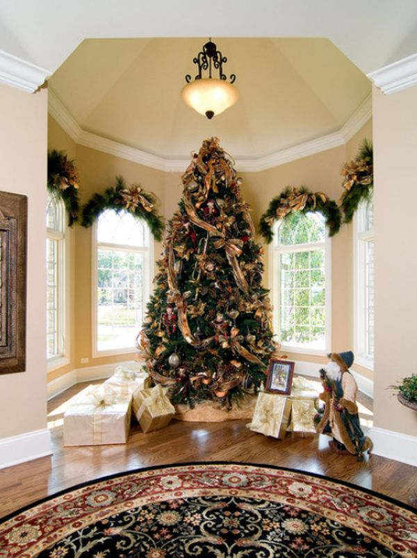 view in gallery - Real Christmas Tree Decorated
