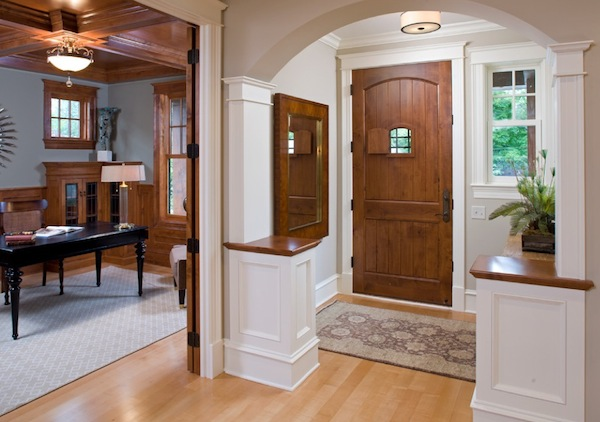Small Home Foyer : Maximizing storage space in your small front entry