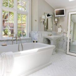 mirrors standing bathroom