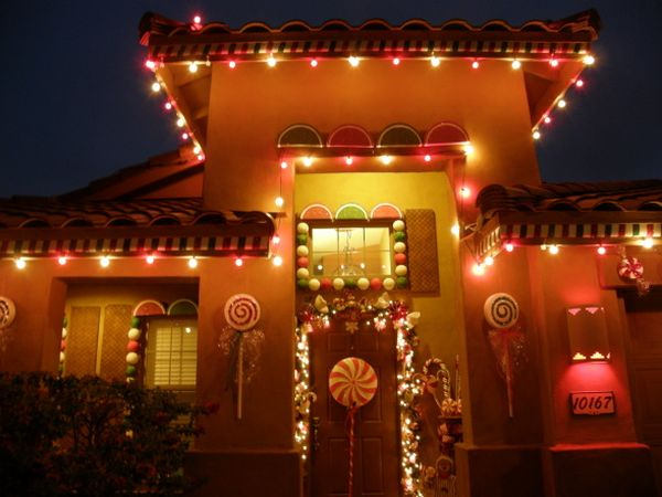 5 fun outdoor christmas decoration ideas - Gingerbread House Christmas Decorations