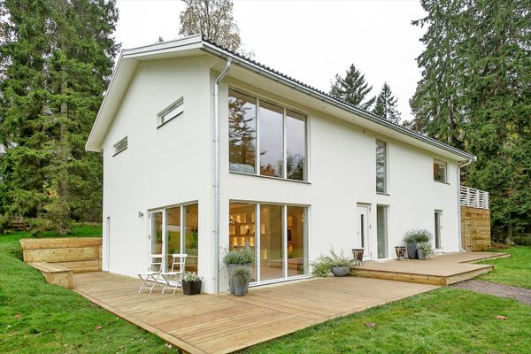 A house that s plain and simple on the outside but for Small house design inside and outside