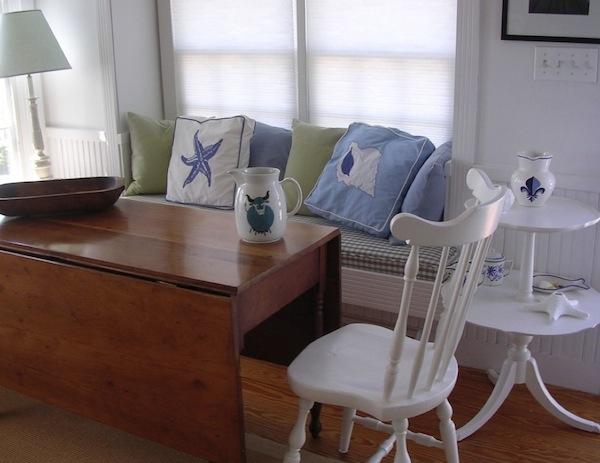 small room window seat idea