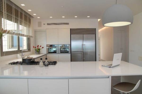 View In Gallery Modern Kitchen ...