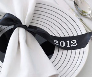 5 Place Settings Ideas For Your New Year's Eve Dinner Party