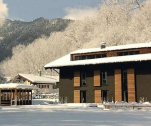 The Berge – a comfortable, cozy and inviting winter getaway on the Kampenwand Mountain