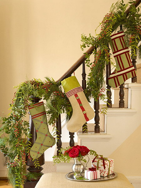 Give your staircase a festive makeover just in time for for Decoration interne