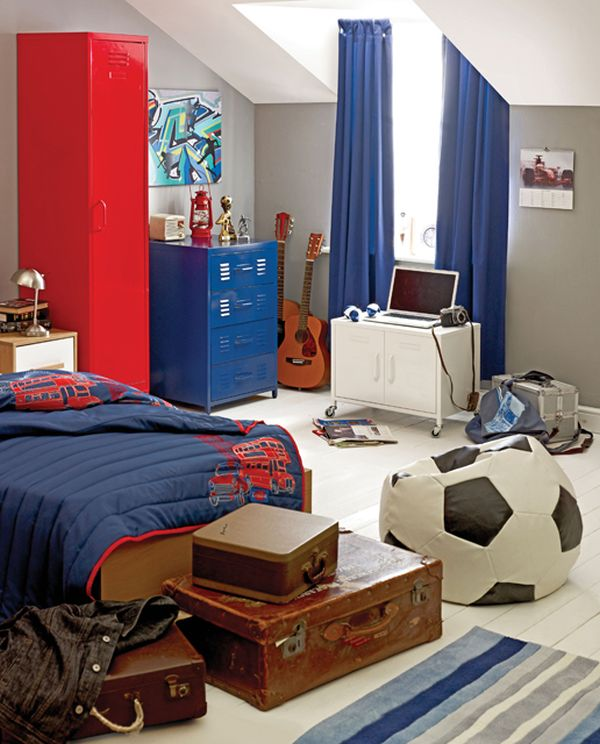 40 teenage boys room designs we love for Room decor ideas for 12 year old boy
