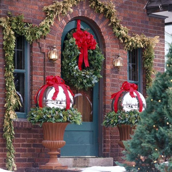 view in gallery - Rustic Outdoor Christmas Decorations