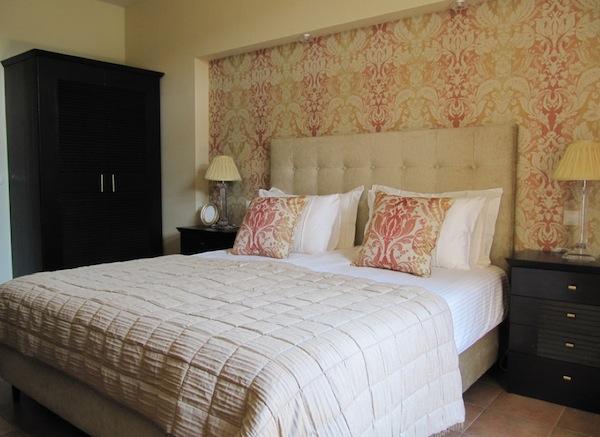wallpaper bedroom idea