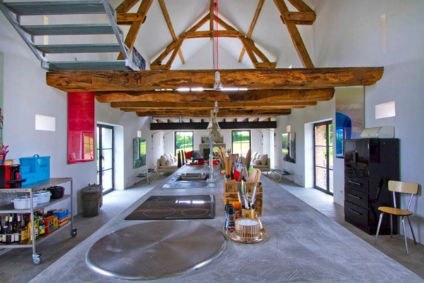 11 amazing old barns turned into beautiful homes for Converting a pole barn into living space