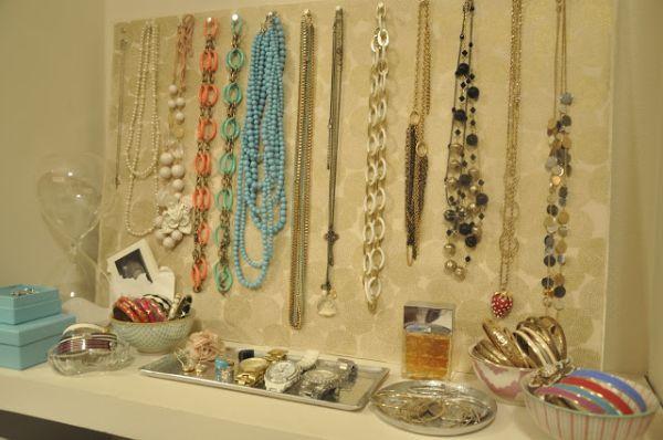 11 diy necklace storage ideas view in gallery solutioingenieria Choice Image