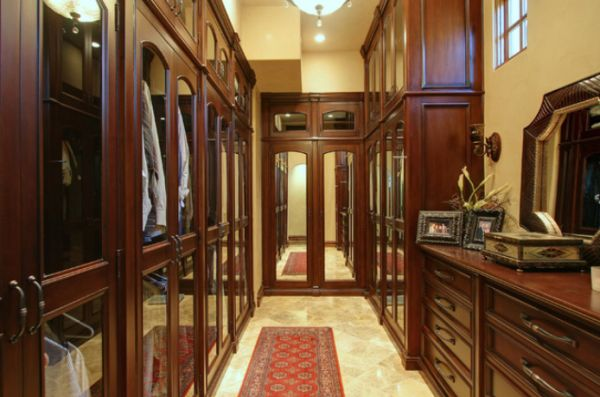 25 interesting design ideas and advantages of walk in closets for Men s walk in wardrobe