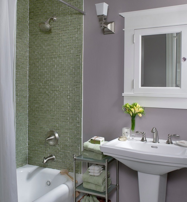 Colorful ideas to visually enlarge your small bathroom for Small 3 piece bathroom ideas