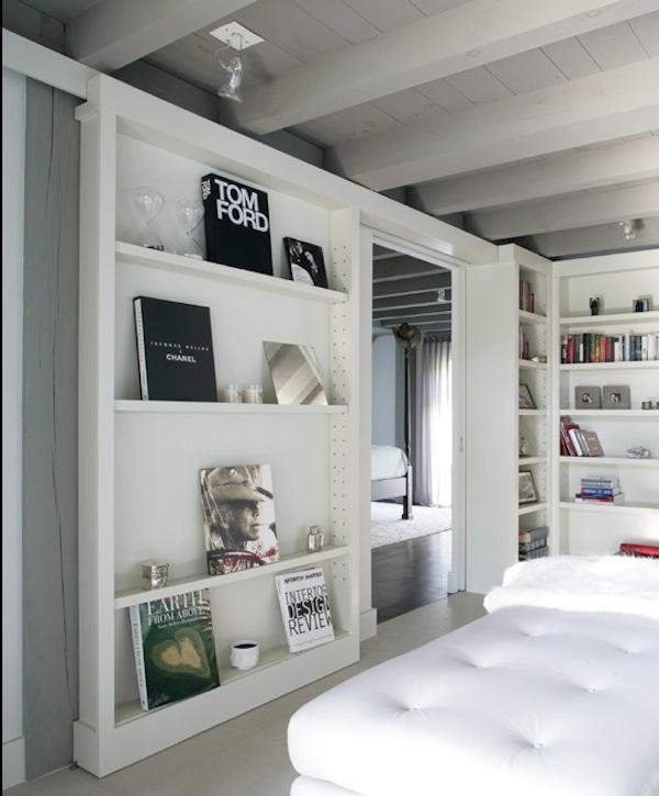 gestyltes Bücherregal weiß