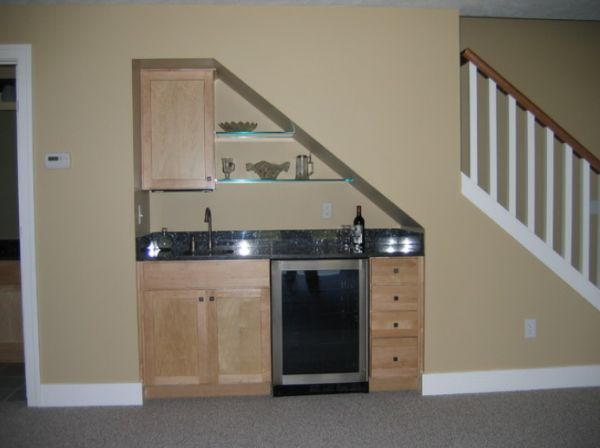 Small but charming and beautifully organized kitchenettes for Kitchen designs under stairs