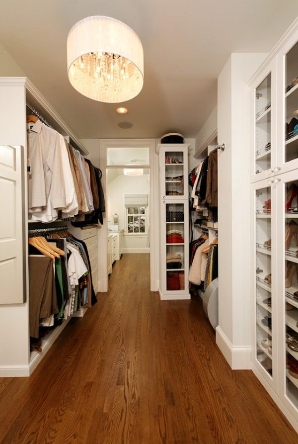 25 interesting design ideas and advantages of walk in closets for Walk in closet decor