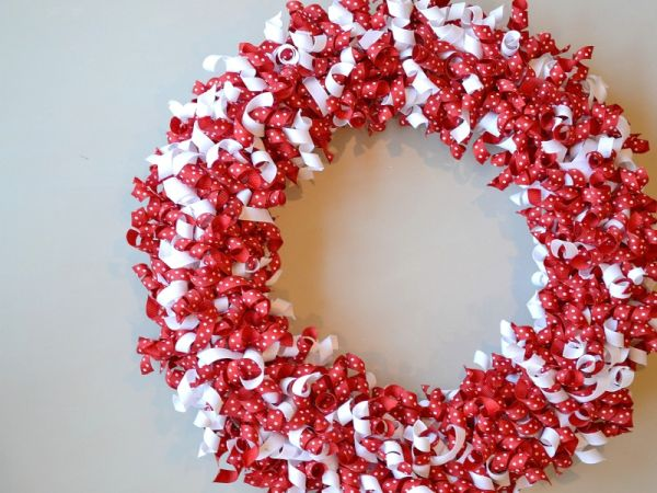 valentine wreaths for your front door6 Pretty Little DIY Valentines Day Wreaths