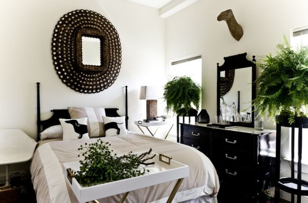 Color that work well in combination with black furniture for Black white taupe bedroom