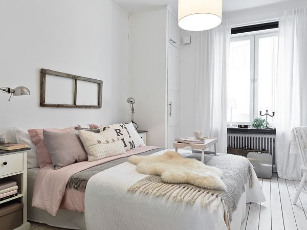 Romantic apartment interior featuring neutrals and pastels - Ambiance chambre adulte ...
