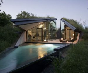 The contemporary Edgeland Residence that disappears into the ground