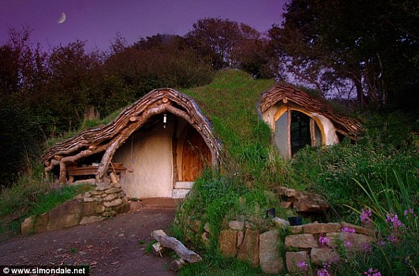 Lovely When You Think Of Straw Bale Houses And Tiny Cottages Itu0027s Almost  Impossible Not To Think Of The Hobbit Houses. A Hobbit House Is Actually A  Great ...