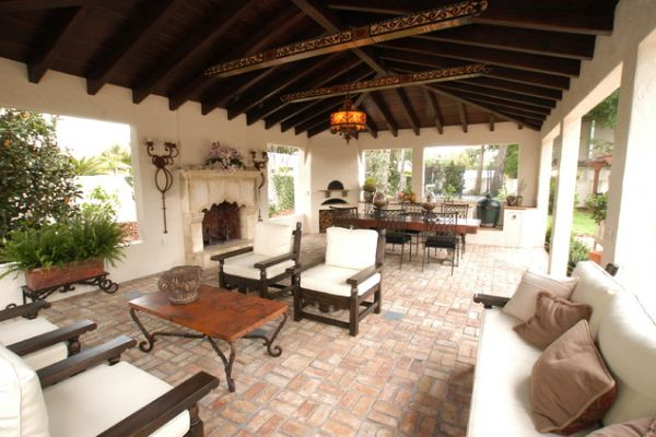 ... View In Gallery This Mediterranean Patio ...