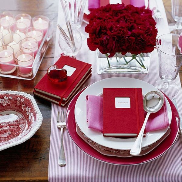 & 20 Valentine\u0027s Day Table Settings Perfect For Romantic Dinners