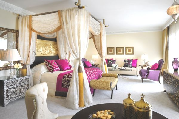 Top 20 romantic bedroom designs for valentine 39 s day for Royal bedroom designs