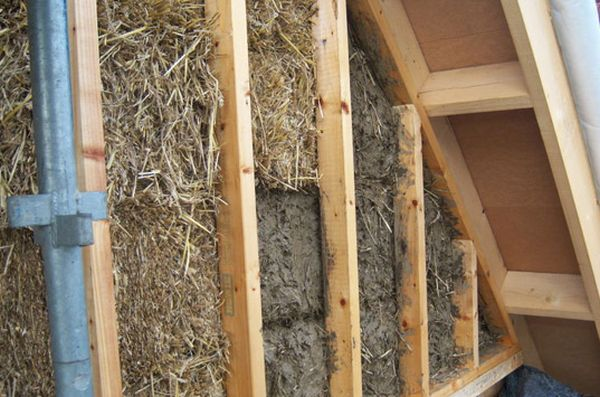10 straw bale homes an eco friendly alternative to explore for Eco friendly house insulation