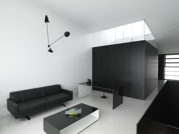 Stylish black and white loft with a minimalist design for Arredo minimal home