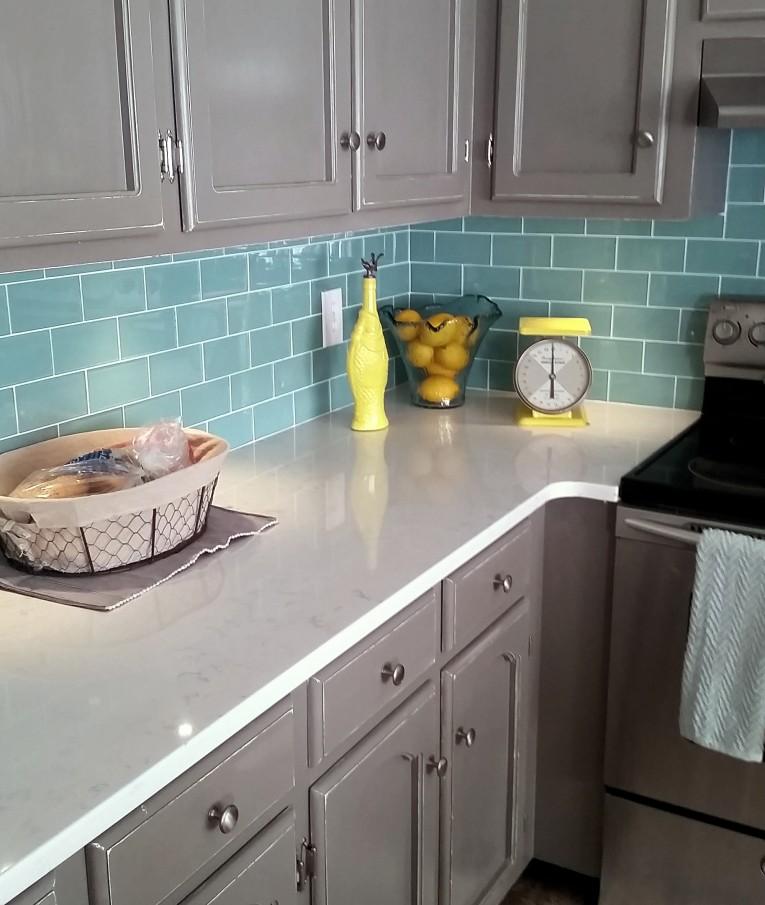 Design Your Kitchen Backsplashes With Glass Tile