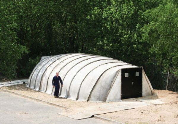 Inflatable Concrete Tent : Inflatable concrete building that can be built in one day