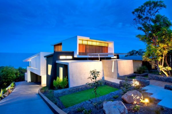 A Beach House With An Architectural And Artistic Design In Australia