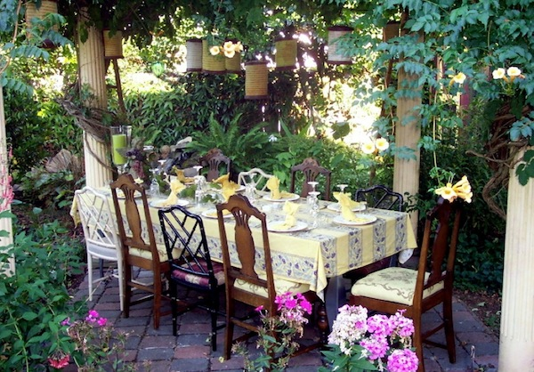 Elegant Creative Outdoor Dining Ideas For Your Easter Brunch