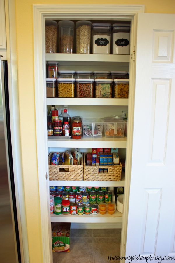 15 organization ideas for small pantries for Kitchen closet ideas