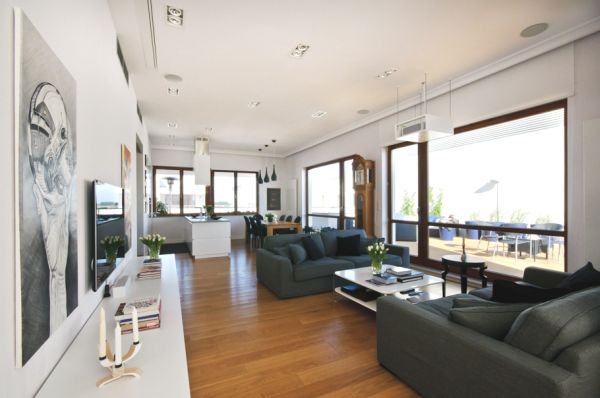 Spacious Penthouse With A Contemporary And Newly Renovated