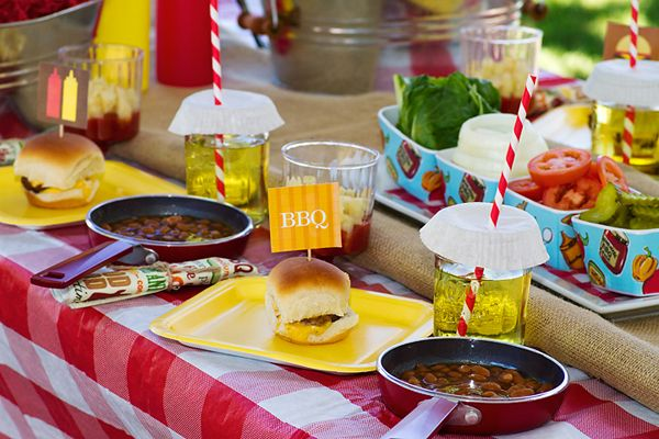 Bbq table settings ideas and inspiration for Food bar trend skopje