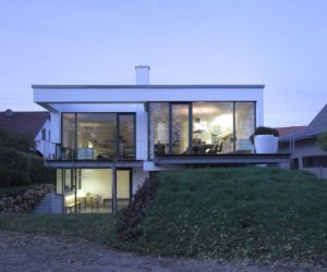 A split-level house built in a difficult area of Germany