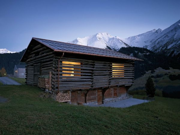 Small cottage with spectacular views over switzerland s for Cottage in the mountains