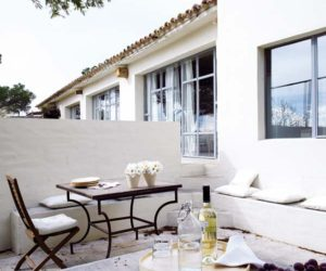 Extreme Simplicity And A Very Inviting Design For This Mediterranean Retreat
